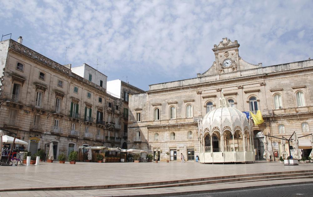 Ostuni-la-piazza-centrale