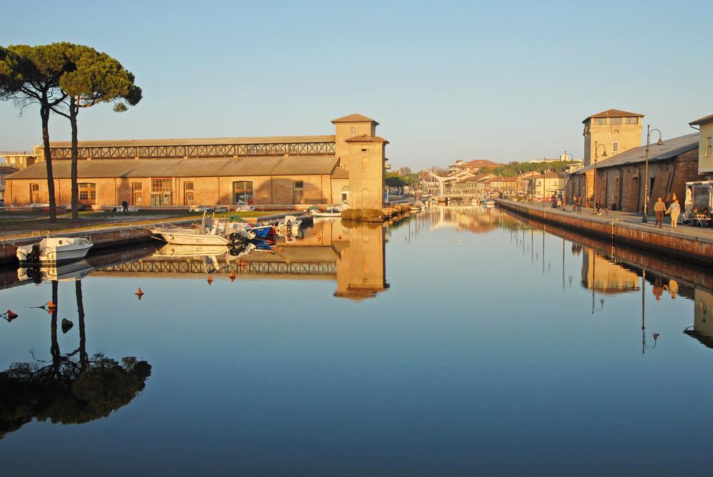 Судоходный канал и соляной склад / Фото: Shutterstock.com