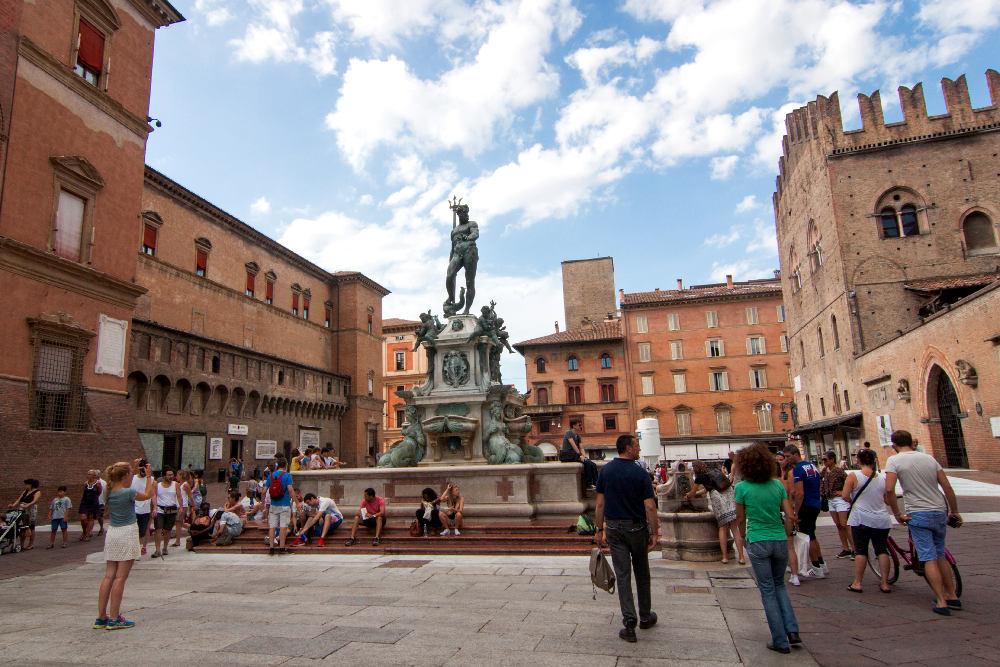 Piazza Maggiore e il monumento a Nettuno © Vitaliy Mikhailiuk