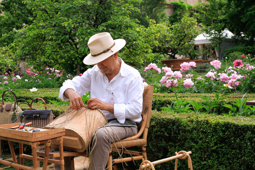 Мастер по изготовлению сумок из соломы Томазо Кандрия © Susanna Stigler