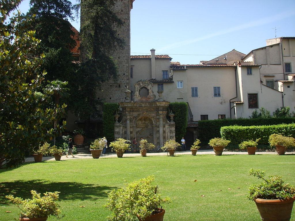 1024px-Palazzo_dei_frescobaldi,_garden