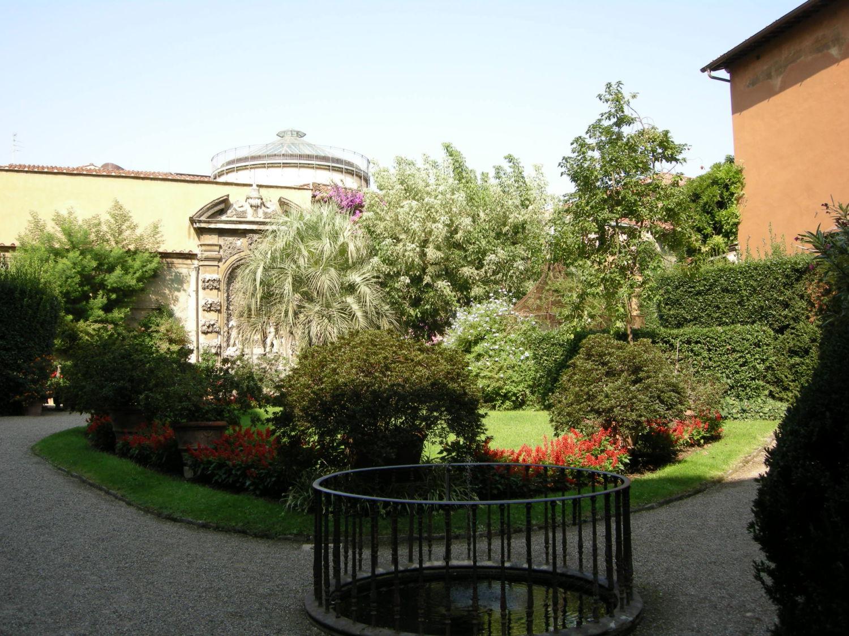 Palazzo_budini_gattai_grifoni,_giardino_01