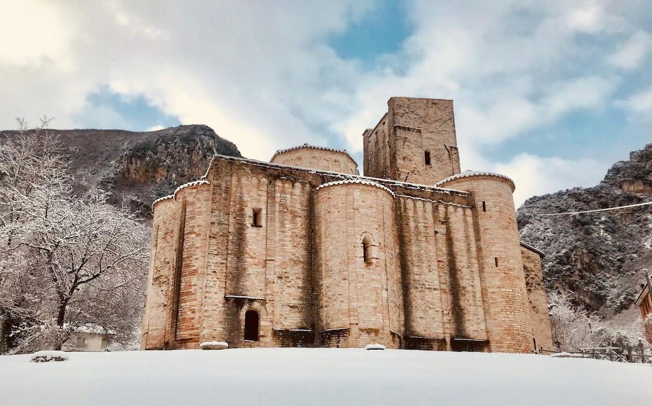 8Abbazia-di-San-Vittore-con-neve